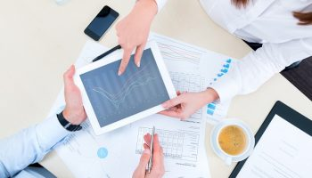 meeting between financial analyst and client